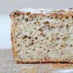 Lyst brød bagt på surdej