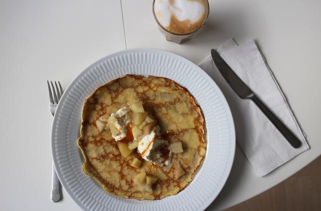 Pandekager med æblekompot & karamel