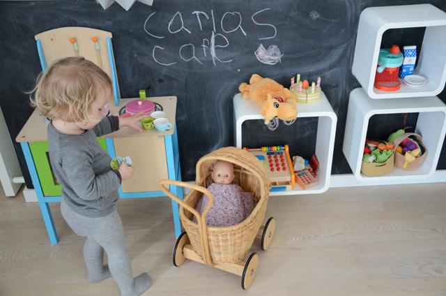 legekøkken-og-dukkevogn
